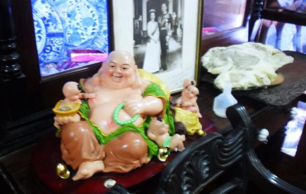 Unusual exhibits at the Gangaramaya museum